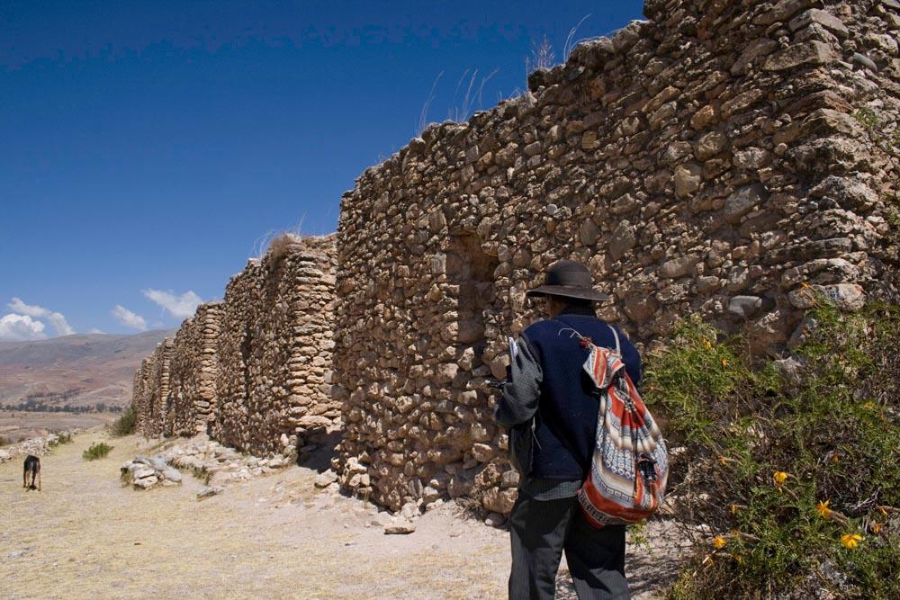 Ruines Wanka (600 à 800 AP J-C) – Chaque chambre de pierres permettait de garder au frais jusqu'à 5 tonnes d'aliments