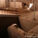 Cliché de l'intérieur de la Huaca de la Luna, où on voit différentes pièces sur des étages différents.